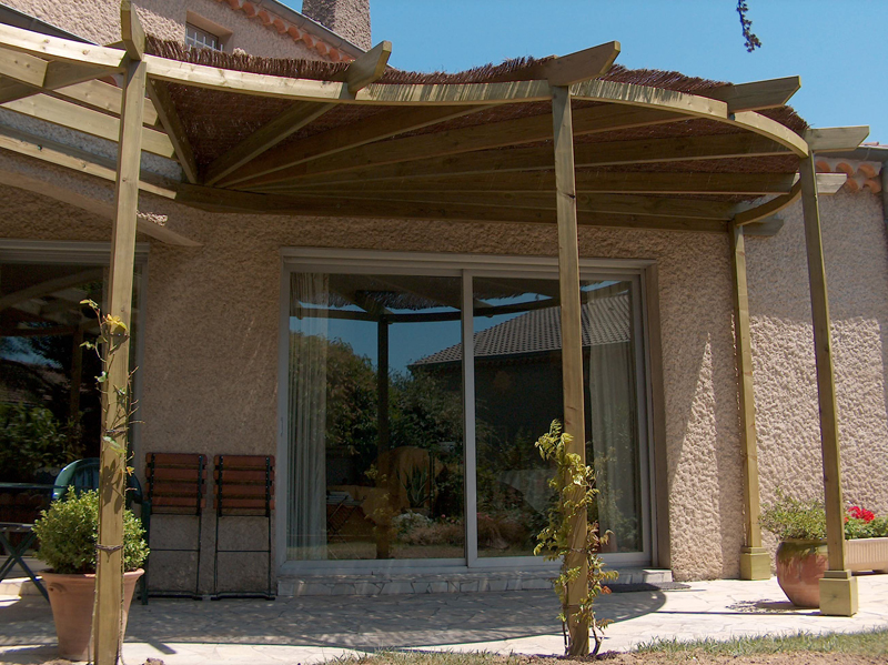 La pergola arrondie le guide de construction des for Pergola fait maison