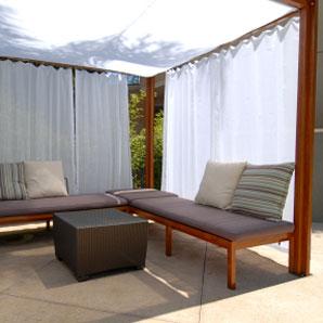 Les styles de pergola le guide de construction des for Rideau pergola exterieur